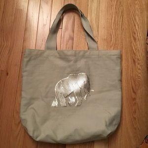 🎁 BR Silver Sequined Elephant Bag. NWOT.